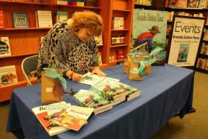 signing-books-at-bn